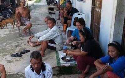 Gemeinsames Essen bei Kalang